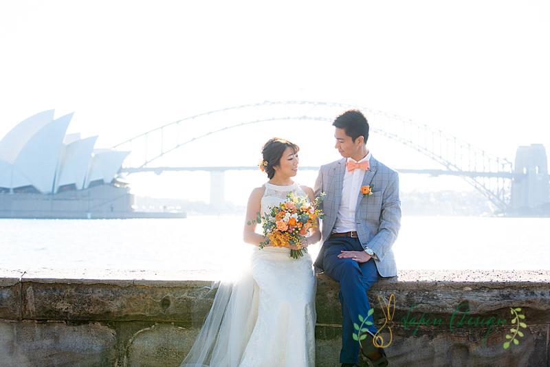 オペラハウスとハーバーブリッジと一緒に結婚式前撮り撮影